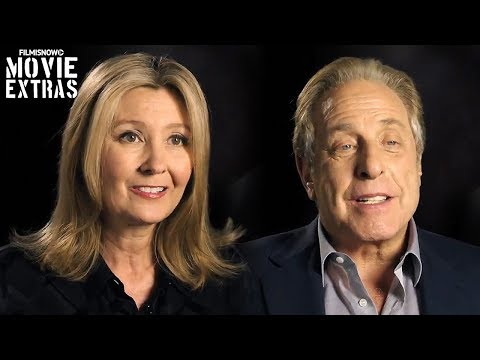 "Justice League | On-set visit with Deborah Snyder & Charles Roven ""Producers"""