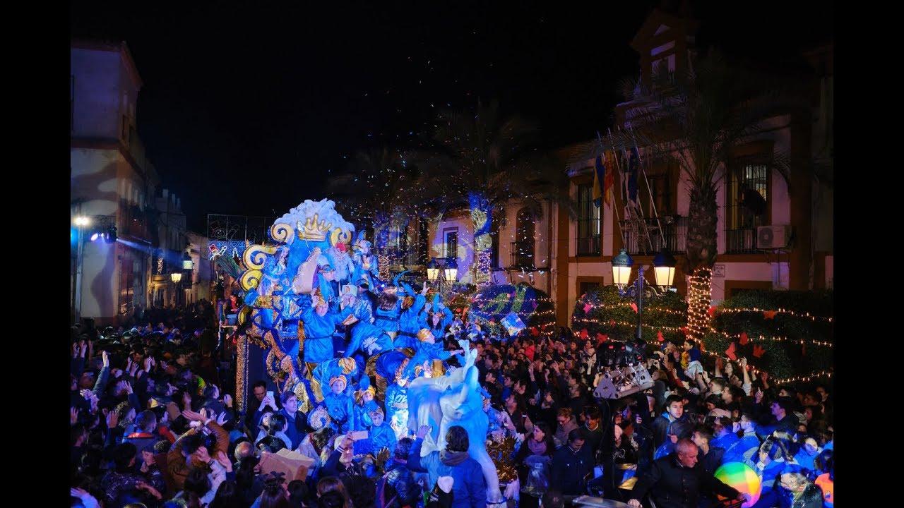 Gines disfrutó de una espectacular y multitudinaria Cabalgata de Reyes Magos plena de ilusión