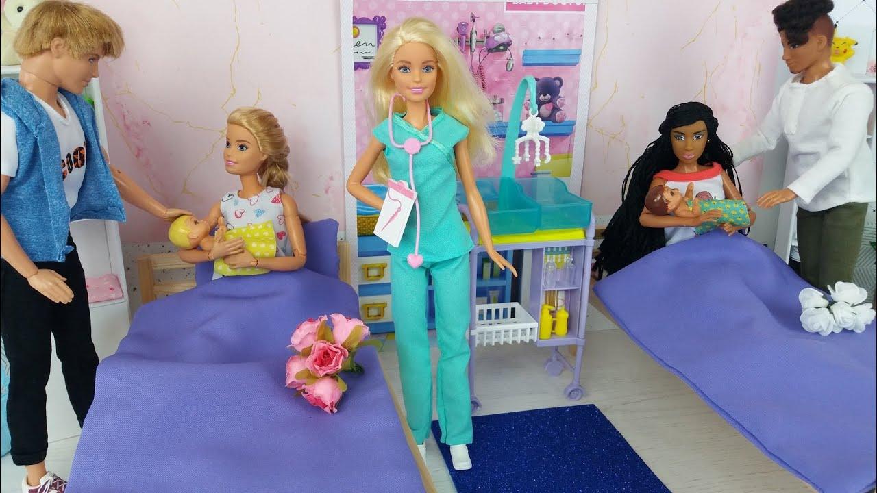 Dos muñecas Barbie Dos Ken Mañana Dormitorio Rutina de baño  Barbie y sus Amigos