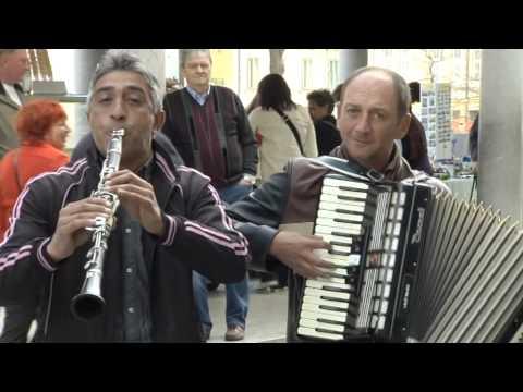 Gypsy street musicians