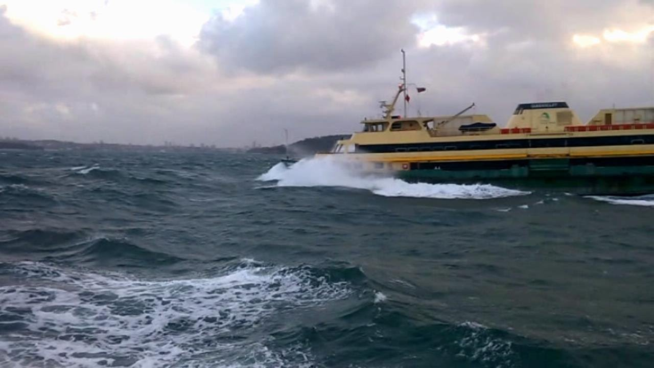 how to drive a boat in big waves