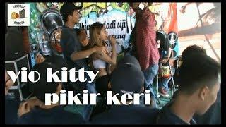 senyumane Vio Kitty pancen nomer 1 pas nyanyi PIKIR KERI