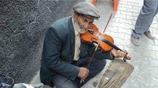 Sokakta Şarkı Söyleyen 10 Mükemmel Ses