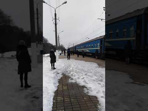"""ДНР, Макеевка сегодня. ЖД вокзал. Прибытие поезда """"Ясиноватая - Луганск"""". Февраль 2020 года."""