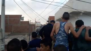 فرحة أهالي حي الكرمة بولاية القصرين بعد القضاء على ارهابيين اثنين