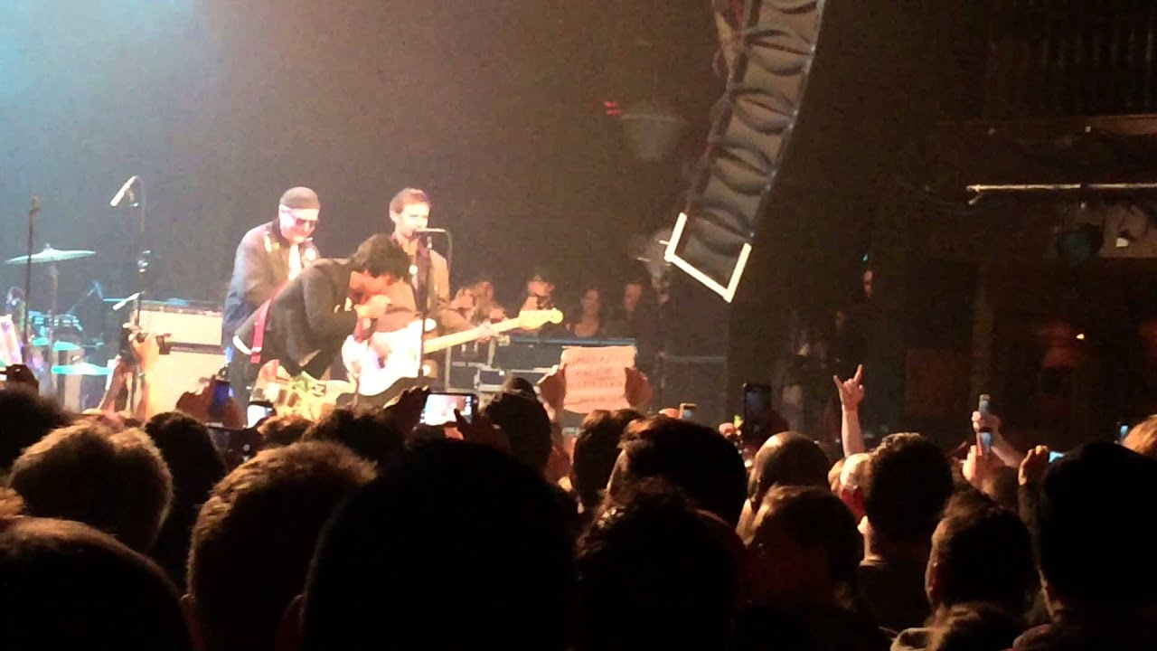 Billie Joe Armstrong breaks up fight at House of Blues Cleveland 4