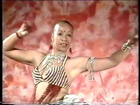 mukangi - i love you bolingo - chanteuse du groupe antichoc