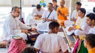 Yashomati Nandana with Lyrics | Vaishnav Bhajans | Nitai Madhav Prabhu