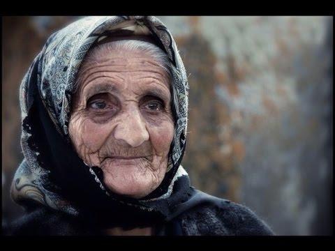 Армянская бабушка поёт песню про маму, до слёз!!! (Im Anush Mayrik)