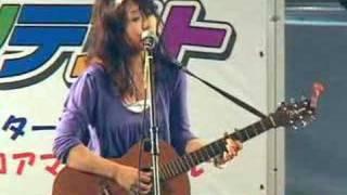 KABUKI町スターコンテスト「第8回予選会」に出場したmaiさん。 ギター弾...