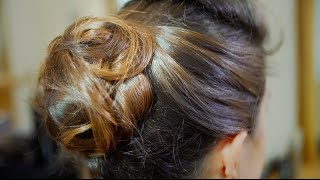 Step-by-Step Guide to a Wavy Chignon Thumbnail
