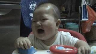 6 months old baby keeps on laughing or crying??? 6ヶ月の赤ちゃん、...