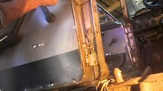 Откручивание ударной отвёрткой дверей ВАЗ 2101-07.(Я створив(-ла) це відео за допомогою Відеоредактора YouTube (http://www.youtube.com/editor), 2014-07-07T06:18:02.000Z)