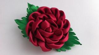 Decoração com uma rosa Kanzashi
