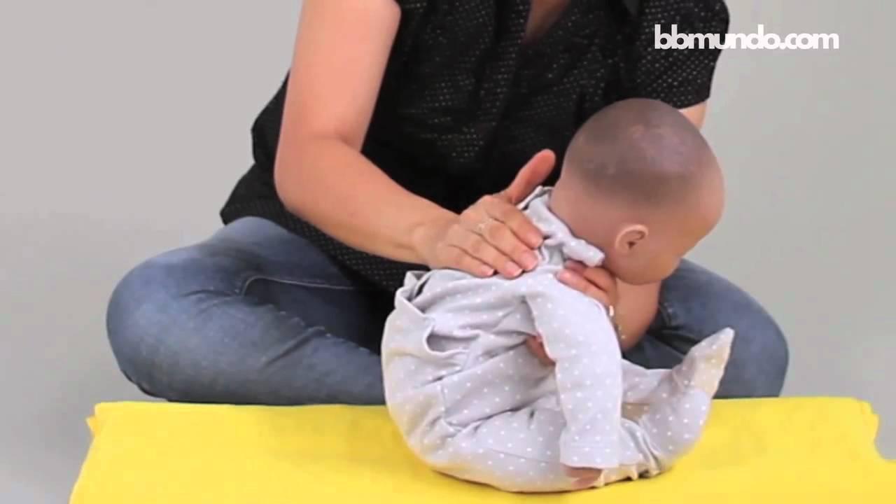¿Cómo sacarle el aire a tu bebé? - YouTube