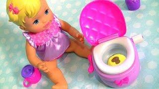 Little Mommy Potty Training Baby Doll Princesinha no Peniquinho que faz Xixi e Cocô no Penico