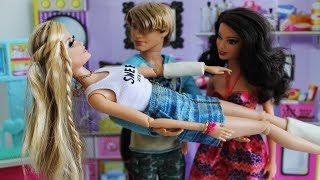 BARBIE Beatriz vai ao Médico - Novelinha da Barbie Beatriz em Portugues