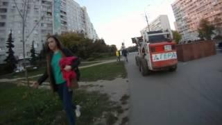 Строительная техника гоняет по тротуарам и разворачивается через две сплошные(Жительница Зеленограда засняла на видео, как два мини-погрузчика с символикой фирмы «Гера» сначала едут..., 2014-09-23T09:00:59.000Z)