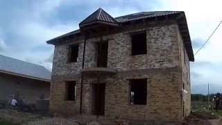 МПС Алматы. Два дома рядом в разной стадии готовности. 20 апреля 2016 г.
