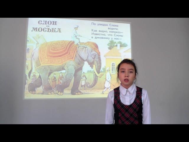 Изображение предпросмотра прочтения – АлинаСемёнова читает произведение «Слон и Моська» И.А.Крылова