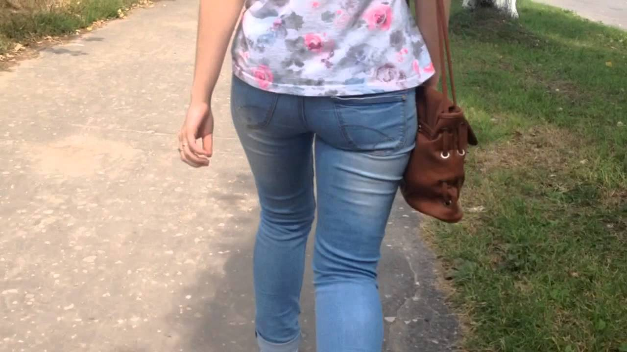 видео поп в джинсах на улице - 3