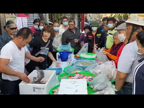 Taiwan Seafood Auction - Fresh Tilapia Jump Out and Scared Me !