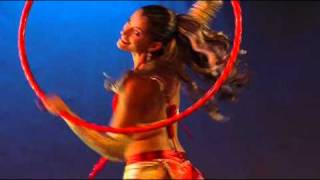 Танец с обручем. Очень позитивное видео : )