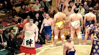 2012年1月9日(祝月)、平成24年大相撲初場所2日目、東幕内力士の土俵入...