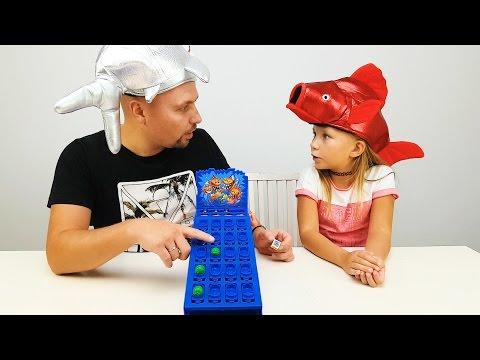 Николь ПРОТИВ Папы ИГРАЕМ В CRAZY ИГРУ Пираньи АТАКУЮТ !!!  Детский канал видео для детей