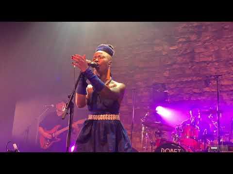 Dobet Gnahoré  : Live café de la Danse 02