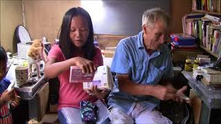 MY FILIPINA WIFE DOESN'T KNOW HOW TO READ  A FUNNY MOMENT OPENING A BOX - FOREIGNER PHILIPPINES