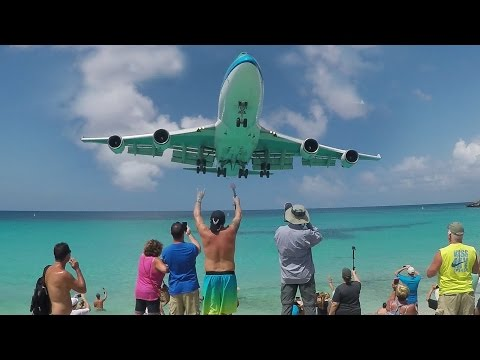 30 Departures and Landings at St. Maarten (SXM) - Maho Beach ACTION
