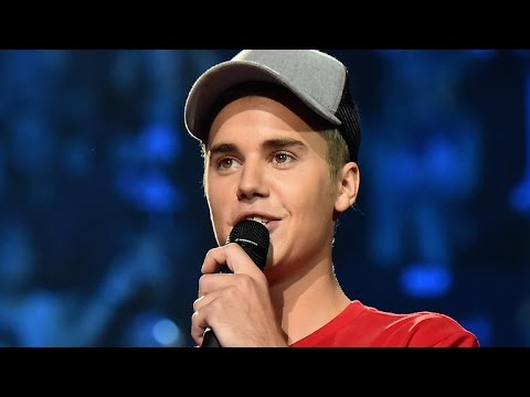 Justin Bieber Calls Out Audience for Not Clapping on Beat