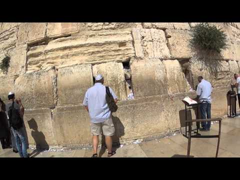 Visiting the Western Wall (Wailing Wall) in Jerusalem Israel - an emotional visit to the Jewish site