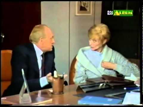 Sandra Mondaini e Raimondo Vianello ( eccezionali e giganteschi ) deridono il Dietro le Quinte Rai