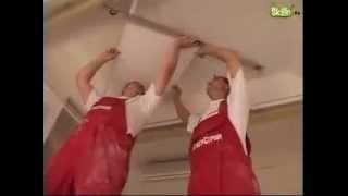 как клеить плитку на потолок ромбом видео