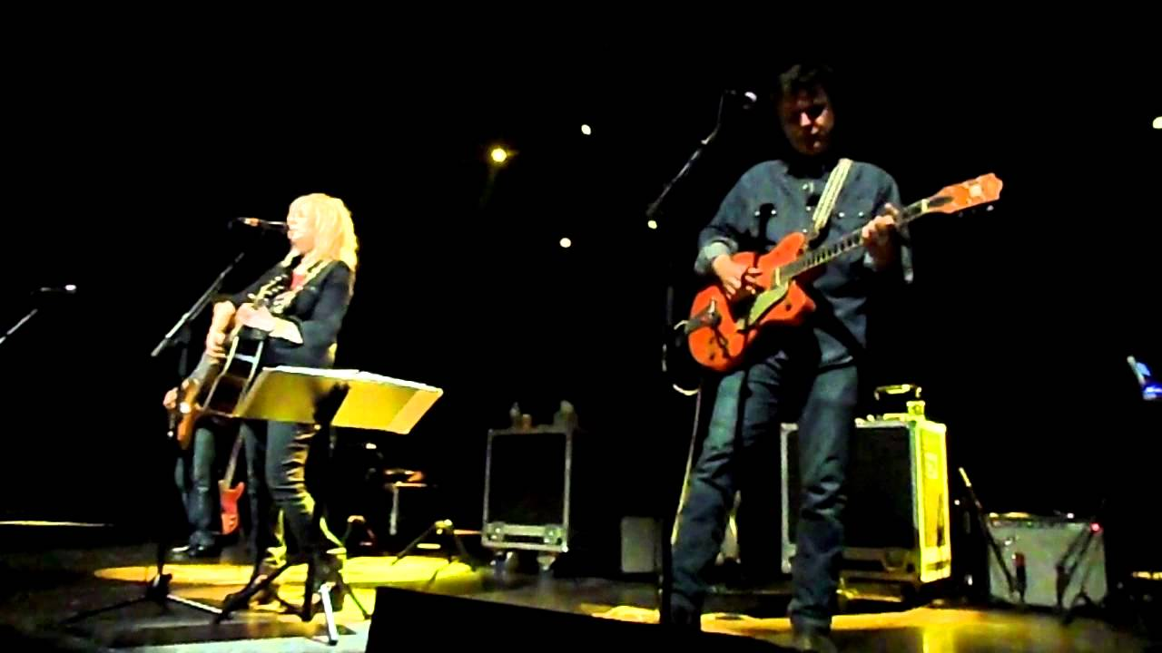 Lucinda Williams - AB Brussels - 7/6/13 - Concrete & Barbed Wire ...
