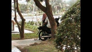 Download Video Abg Berjilbab Bermain Diatas Motor Baru MP3 3GP MP4