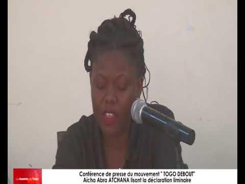 Aïcha Abra ATCHANA lisant la déclaration liminaire de la conférence de presse de « Togo Debout »