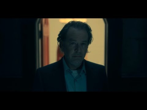 The Haunting of Hill House 1x10 - Hughs Sacrifice Scene (1080p)