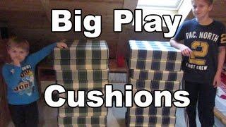 Mit großen Stapelkissen spielen und toben / playing with big play cushions - Kanal für Kinder