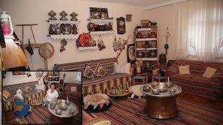 Evinin Bir Odasını Antika Eşyalarla Donattı