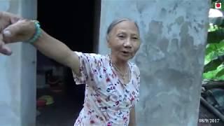 CHUYỆN LẠ: Các Thánh Tự Đạo Việt Nam in hình trên tường nhà của một bà cụ