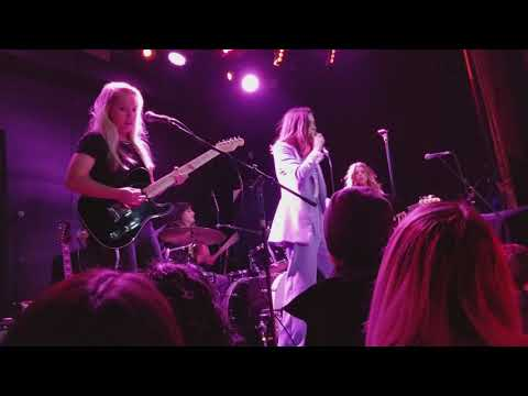 Volcanic Love The Aces (Live at Bowery Ballroom 11/14/17)