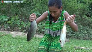 Survival skills - Primitive life Catch fish by bamboo trap & Cooking fish recipe - Eating delicious