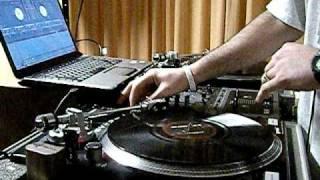 DJ Calyte the Teknition spinnin