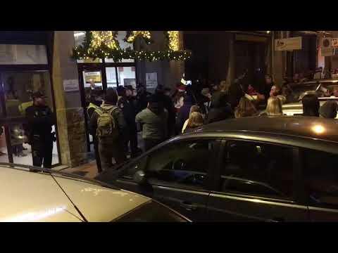 El Alcalde de Murcia Ballesta huye custodiado por la policía 12.12.2017