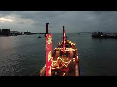 Cruise at Sanya Bay