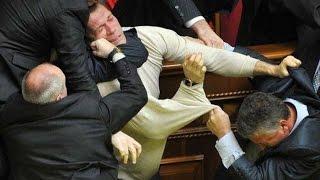 Ляшко бьют в ухо, Тимошенко кричит про руку Кремля, а зам.министра берут порно модель