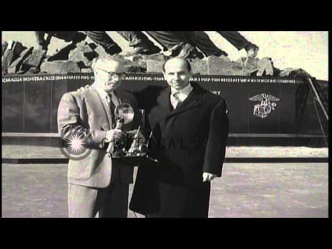 Iwo Jima flag raising photographer Joe Rosenthal and Memorial sculptor Felix Weld...HD Stock Footage
